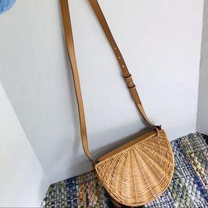 🌼BR half-moon wicker crossbody bag